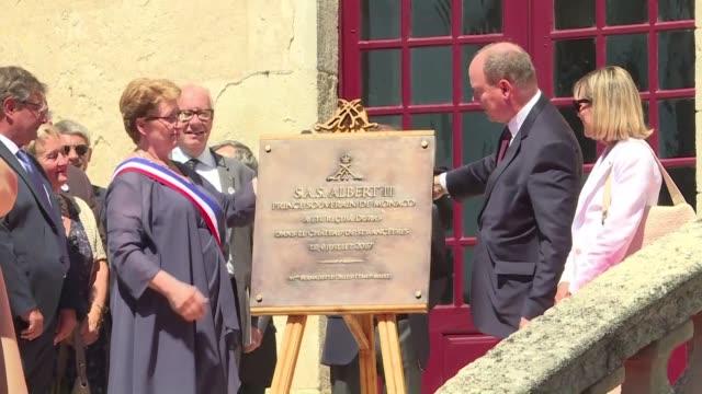 vídeos de stock, filmes e b-roll de prince albert of monaco traveled to the french village of duras for his first visit to a château belonging to his ancestors - príncipe alberto ii de mônaco