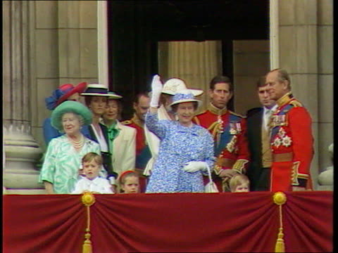 prince and princess of wales have separated; cf tape no longer available for rushes see foot of file england seq trooping the colour as troops along... - 軍旗分列行進式点の映像素材/bロール