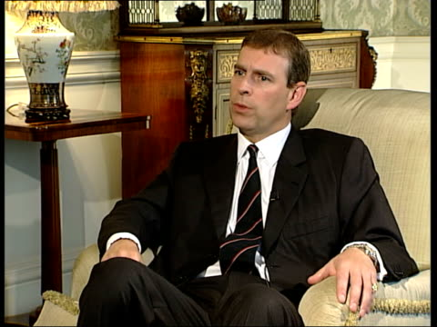 vídeos de stock e filmes b-roll de prince andrew interview on 20th anniversary of falklands war never spoke to queen during the falklands campaign / speaks about first time he spoke to... - ilhas malvinas