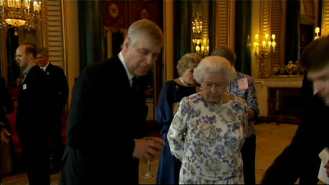 prince andrew returns from holiday amidst underage sex allegations lib / buckingham palace int queen elizabeth ii and prince andrew chatting as... - ヨーク公 アンドルー王子点の映像素材/bロール