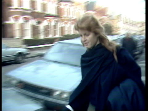 Prince Andrew's girlfriend 5286 Fulham Sarah Ferguson TOWARDS RL to car TCMS Sarah drives away