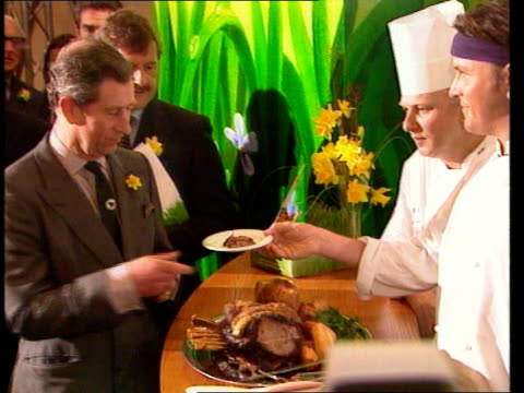 prince charles and alun michael eat banned beef; wales: newport: celtic manor hotel: int prince charles & alun michael mp being served then eating... - typisch walisisch stock-videos und b-roll-filmmaterial