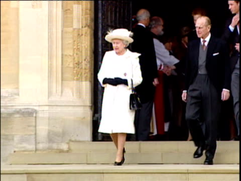 vídeos de stock, filmes e b-roll de prince charles and camilla duchess of cornwall depart from st george's chapel after blessing of their marriage / queen elizabeth ii the duke of... - 2005