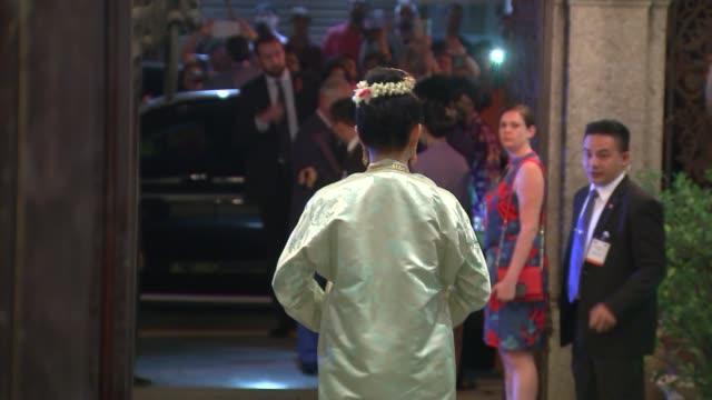 prince charles and camilla duchess of cornwall visit penang malaysia penang photography*** prince charles prince of wales and camilla duchess of... - フォトコール点の映像素材/bロール