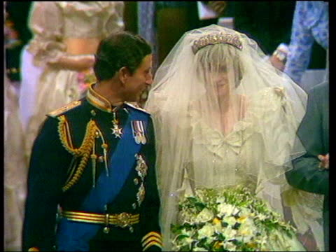 prince charles and camilla parker bowles engagement: history; lib london: st paul's cathedral: prince charles and diana, princess of wales wedding - コーンウォール公爵夫人 カミラ点の映像素材/bロール
