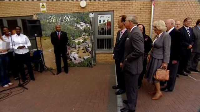 vídeos de stock e filmes b-roll de prince charles and camilla re-visit croydon one year after riots; england: london; croydon: croydon voluntary action: ext ***music heard sot ** cars... - croydon inglaterra