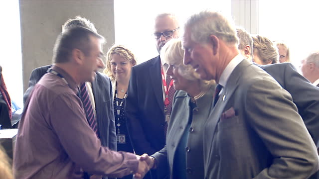stockvideo's en b-roll-footage met prince charles and duchess of cornwall visit bbc scotland; various of prince charles and camilla meeting staff in bbc newsroom/ prince charles and... - spelkandidaat