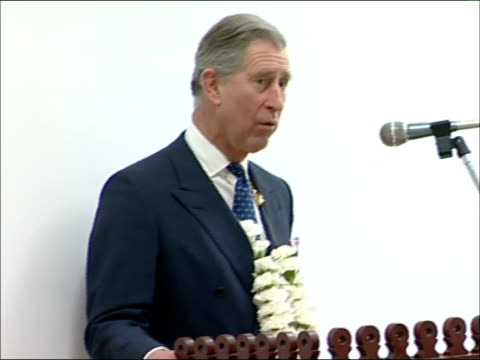 vidéos et rushes de prince charles and duchess of cornwall visit sikh temple: hounslow; prince charles, prince of wales speech sot - delighted to be hear / talks of sikh... - fête religieuse