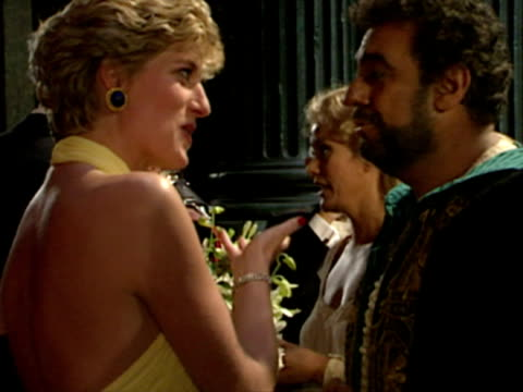 prince charles and princess diana meet kiri te kanawa and placido domingo backstage at the opera - 1992年点の映像素材/bロール