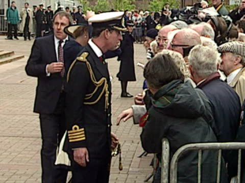 vídeos y material grabado en eventos de stock de prince charles and princess diana talk to the crowd after battle of the atlantic commemoration service - 1993