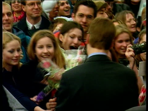 prince charles and sons canada visit; c)een itn/itn poolcanada: vancouver:extgirls screaming waiting to see prince william girls zoom... - nationalmannschaft stock-videos und b-roll-filmmaterial
