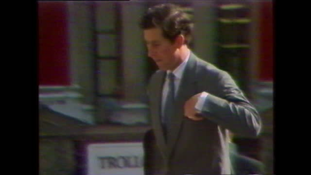 prince charles arriving at st paul's cathedral for his wedding rehearsal as crowds gather around; 1981. - probe stock-videos und b-roll-filmmaterial