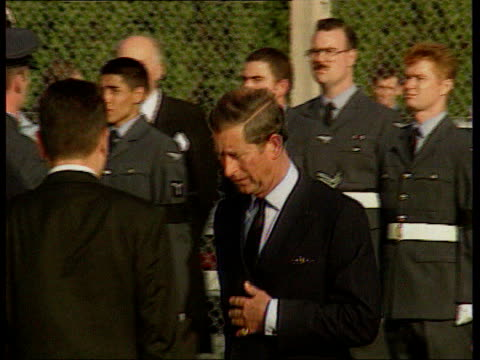 vidéos et rushes de prince charles compilation: part 2; diana, princess of wales death various dates france: paris: ext president jacques chirac greeting prince charles... - mort description physique