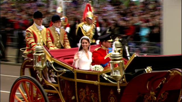 prince charles given 118 per cent pay rise lib prince william duke of cambridge and catherine duchess of cambridge waving from horsedrawn carriage on... - herzog von cambridge stock-videos und b-roll-filmmaterial