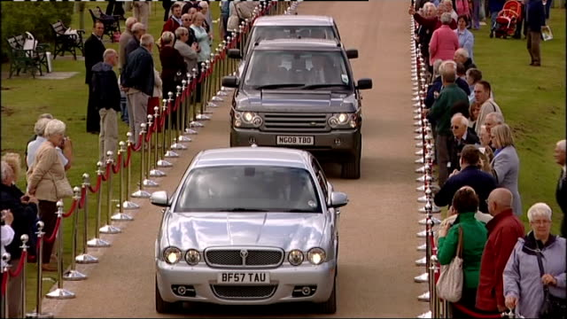 prince charles lays first wreath at the national memorial arboretum royal motorcade along as prince charles prince of wales out of car and greets... - 花輪を捧げる点の映像素材/bロール