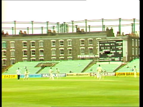 prince charles pay; / itn london: s.e.11: ext gv the oval pitch and players game / rushes 24.6.81 gloucestershire: zoom into highgrove house... - zoom in点の映像素材/bロール
