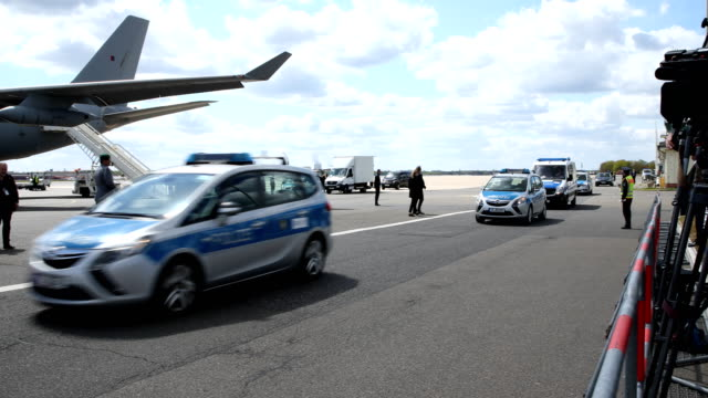 prince charles prince of wales and camilla duchess of cornwall are leaving the airport tegel in a limousine accompanied by the police on may 07 2019... - limousine luxuswagen stock-videos und b-roll-filmmaterial