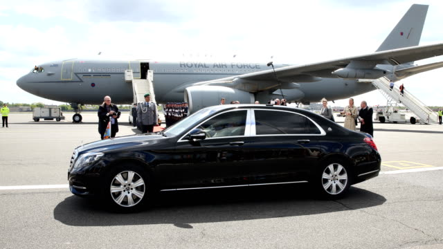 prince charles prince of wales and camilla duchess of cornwall are leaving the airport tegel in a limousine on may 07 2019 in berlin germany their... - limousine luxuswagen stock-videos und b-roll-filmmaterial