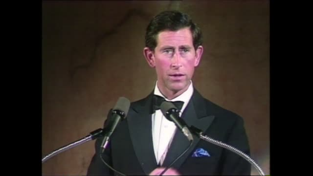 vídeos de stock, filmes e b-roll de prince charles speaks to us architects; usa: washington: int gv prince charles on stage and rear view audience in foreground prince charles, prince... - eternidade