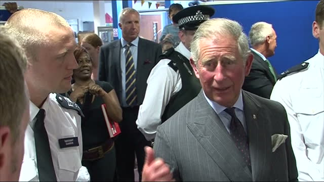 vídeos de stock e filmes b-roll de prince charles & the duchess of cornwall are visiting parts of london affected by the riots. they met emergency workers in tottenham, volunteers &... - croydon inglaterra
