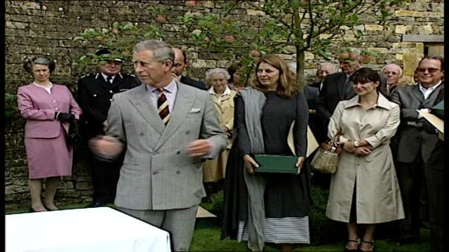 vídeos de stock e filmes b-roll de prince charles visit to restored tudor estate in gloucestershire prince charles prince of wales speech sot appreciation and congratulations encourage... - tudor