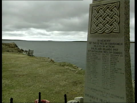 prince charles visits falkland islands; itn falkland islands: port stanley: ext gv memorial to welsh guards who died in ship sir galahad tilt down... - ウェールズ文化点の映像素材/bロール