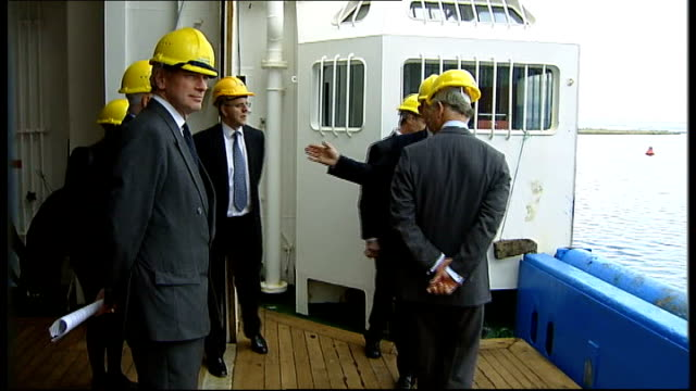 vídeos de stock, filmes e b-roll de prince charles visits marine scotland ext general views of charles in hardhat being shown around research vessel 'scotia' - condado de humboldt califórnia