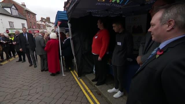 prince charles visits ross-on-wye to open the gilpin 2020 festival; england: herefordshire: ross-on-wye: ext prince charles, prince of wales talking... - herefordshire bildbanksvideor och videomaterial från bakom kulisserna