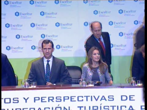 prince felipe and princess letizia attends the foro liderazgo madrid spain - liderazgo stock videos and b-roll footage