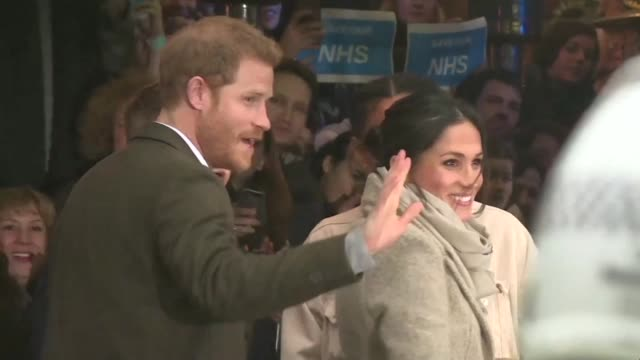 stockvideo's en b-roll-footage met prince harry and his fiancee meghan markle visit reprezent 1073fm in brixton south london on tuesday - prins koninklijk persoon