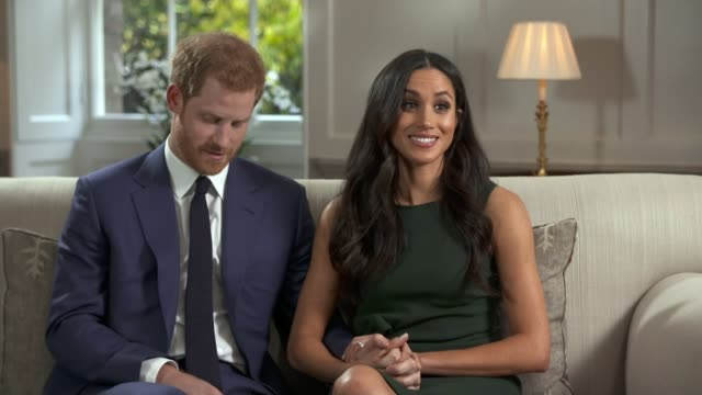 vídeos y material grabado en eventos de stock de prince harry and meghan markle engagement announced; england: london: kensington palace sunken garden: ext various shots of prince harry and meghan... - entrevista acontecimiento