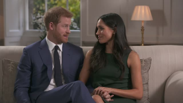 vídeos de stock, filmes e b-roll de prince harry and meghan markle engagement announced int prince harry and meghan markle looking at her engagement ring tilt prince harry and meghan... - noiva