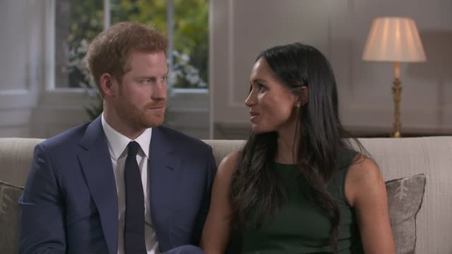 vídeos y material grabado en eventos de stock de prince harry and meghan markle engagement interview prince harry and meghan markle interview continued sot and meghan your parents do you think you... - propuesta