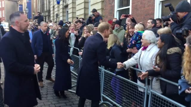 prince harry and meghan markle meet the crowd gathered in nottingham for their first royal engagement together - ノッティンガム点の映像素材/bロール