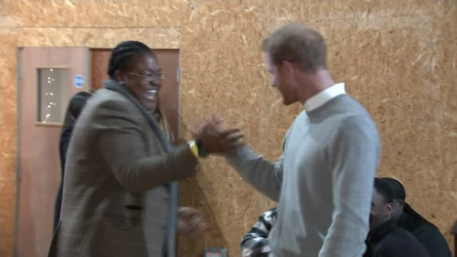 vídeos de stock, filmes e b-roll de prince harry and meghan markle visit community radio station in brixton brixton photography** prince harry shaking hands with remi burgz including... - brixton