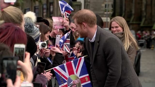 Prince Harry and Meghan Markle visit Edinburgh SCOTLAND Edinburgh EXT Crowds waiting outside Edinburgh Castle for the arrival of Prince Harry and...