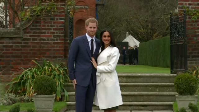 vidéos et rushes de prince harry and meghan markle wedding to take place on same day as fa cup final lib / day prince harry and fiancee meghan markle posing together for... - fiançailles