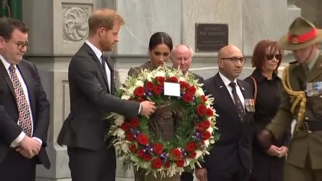prince harry and meghan the duke and duchess of sussex lay floral wreath at the pukeahu national war memorial in wellington during the royal tour to... - リース点の映像素材/bロール