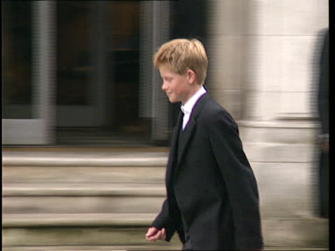 stockvideo's en b-roll-footage met sue england berks eton ext prince harry out of house with housemaster and other pupils and towards harry walking shots sign 'manor house' on wall as... - prins koninklijk persoon