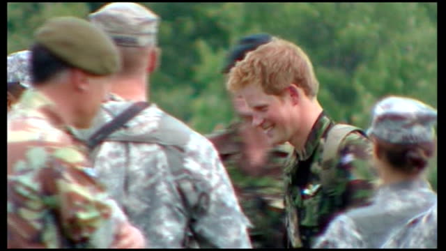 stockvideo's en b-roll-footage met prince harry at west point firing range usa new york west point ext prince harry dressed in fatigues taking aim with rifle during target practice and... - rekruut