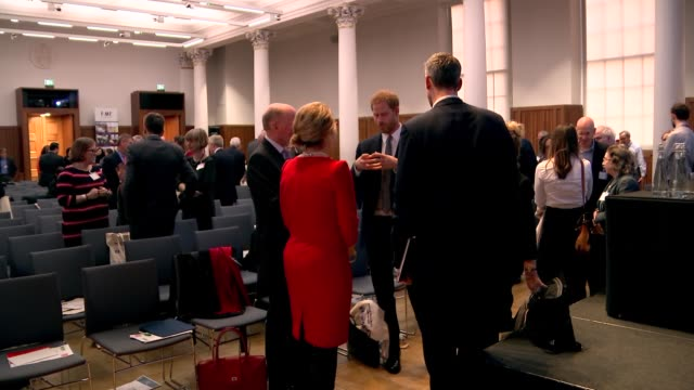 vídeos de stock e filmes b-roll de prince harry attending conference on veterans' mental health harry chatting with attendees england london king's college int prince harry duke of... - king's college