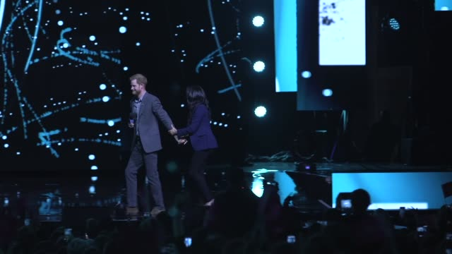 prince harry brings meghan duchess of sussex on to stage at we day uk on march 6 2019 in london united kingdom - サセックス点の映像素材/bロール