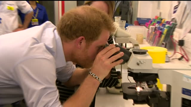 prince harry continued his work to focus the minds of his generation on the fight against hiv and aids when he visited the burrell street sexual... - malattia a trasmissione sessuale video stock e b–roll
