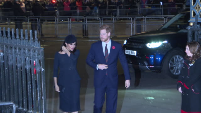 stockvideo's en b-roll-footage met prince harry, duke of sussex and meghan, duchess of sussex attend a service marking the centenary of ww1 armistice at westminster abbey on november... - westminster abbey