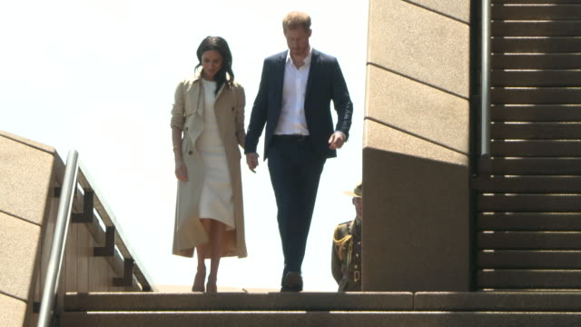 prince harry duke of sussex and meghan duchess of sussex greet the public at the sydney opera house on october 16 2018 in sydney australia the duke... - königshaus stock-videos und b-roll-filmmaterial