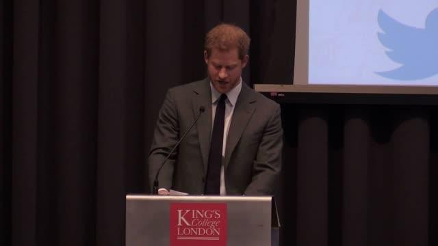 vidéos et rushes de prince harry gives a speech at the university of king's college london on veteran's mental health from enlistment to retirement - santé mentale