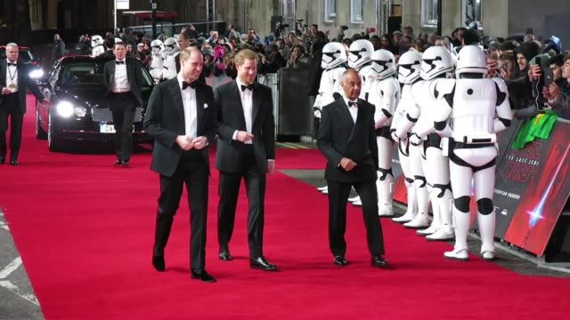 prince harry prince william duke of cambridge at 'star wars the last jedi' european premiere at royal albert hall on december 12 2017 in london... - herzog von cambridge stock-videos und b-roll-filmmaterial
