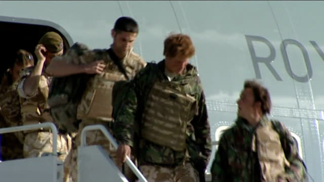 prince harry returns from afghanistan; england: oxfordshire: raf brize norton: ext various shots of prince harry and other soldiers disembarking plane - oxfordshire stock videos & royalty-free footage