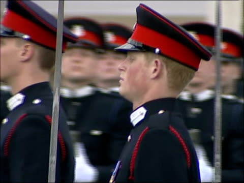 stockvideo's en b-roll-footage met prince harry sandhurst graduation: sovereign's parade / queen's speech; officer cadets presenting arms / charles and camilla standing among... - kadet