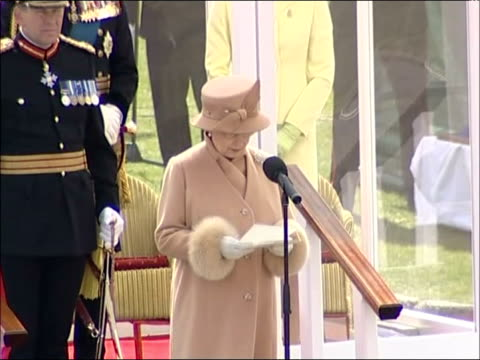 sovereign's parade / queen's speech queen elizabeth ii speech sot this is a very special occasion for me as it is for all of you who are gaining your... - 2006 個影片檔及 b 捲影像